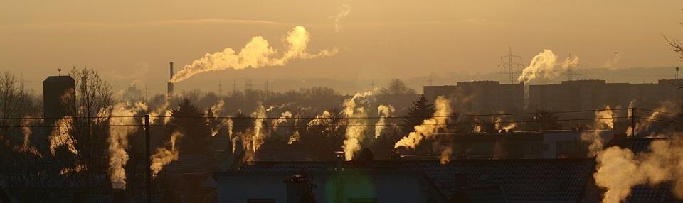 smog w mieście z kominów
