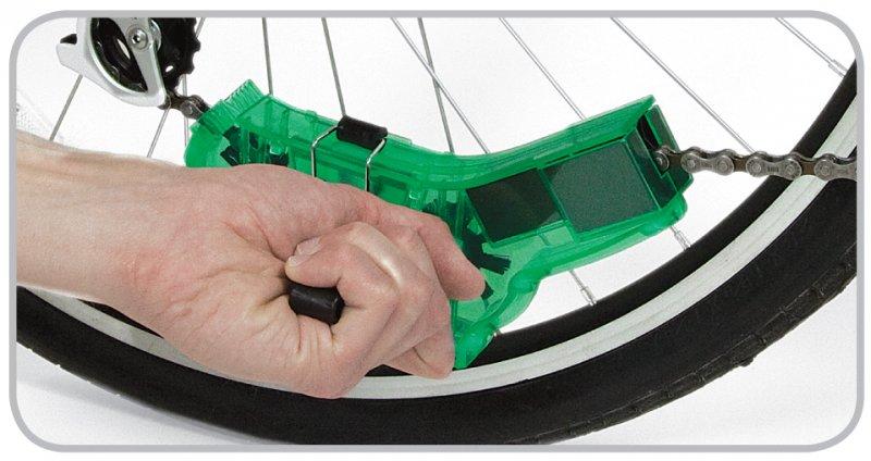 Czyszczenie łańcucha rowerowego przyrządem Finish Line Chain Cleaner