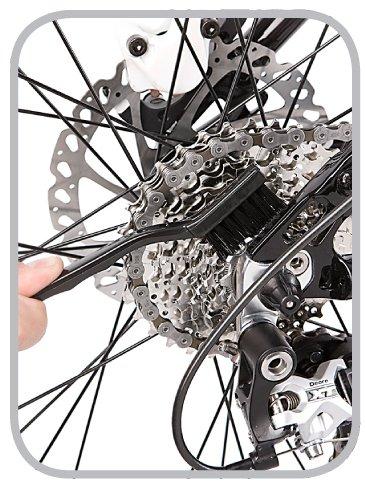 Szczotkowanie łańcucha rowerowego szczotką Easy Pro firmy Finish Line