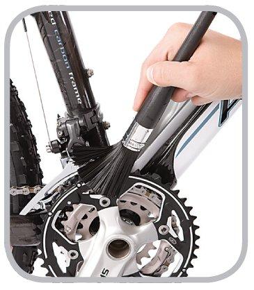 Czyszczenie roweru szczotką Easy Pro firmy Finish Line