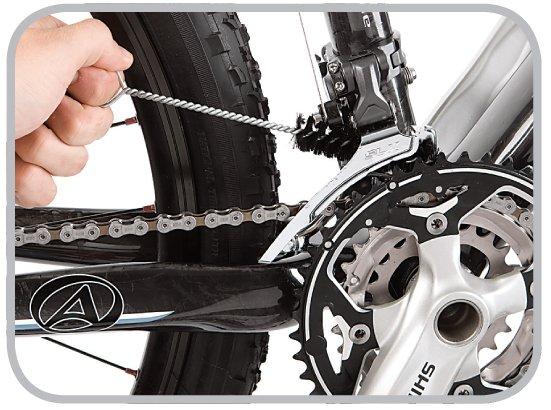 Czyszczenie przerzutek rowerowych szczotką Easy Pro firmy Finish Line