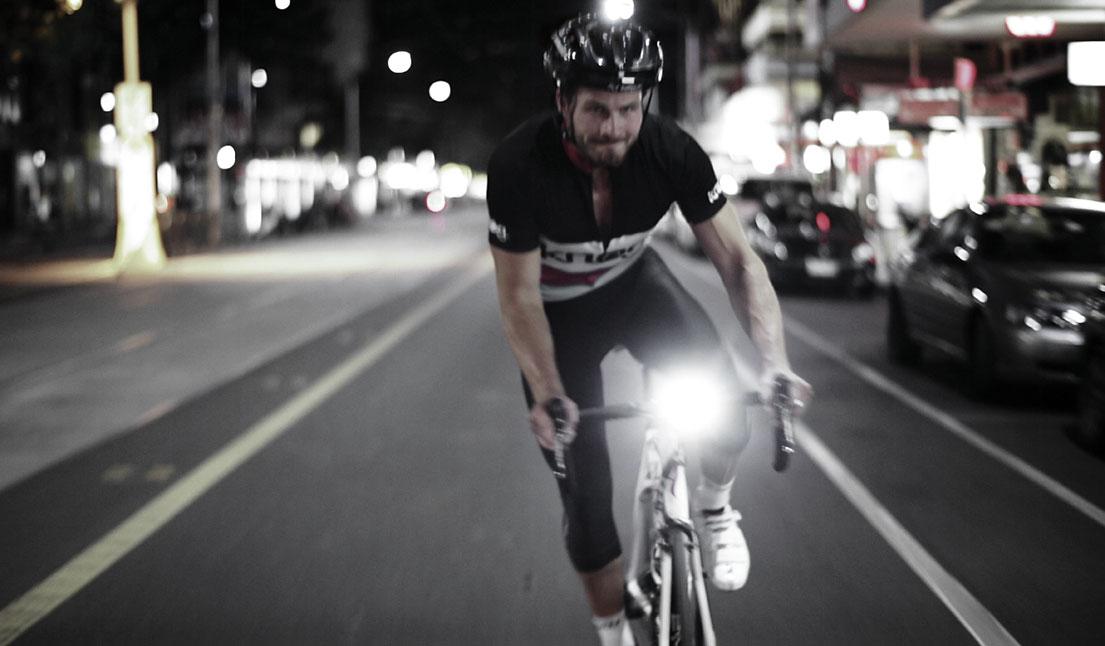 Blinder Road 250 na kasku rowerowym