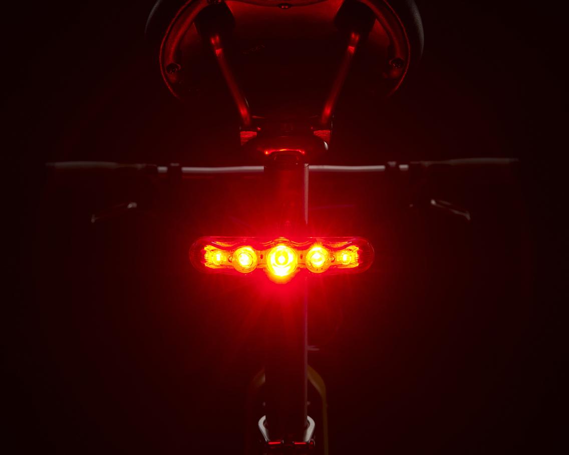 Lampka Cateye Rapid 5 na rowerze